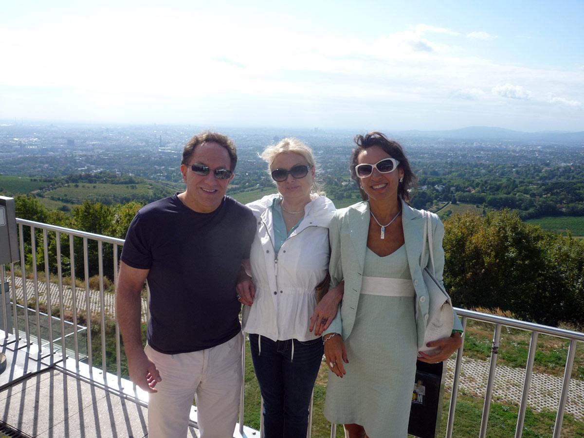 С гостями из Соединенных Штатов. Вид на Вену с горы Каленберг