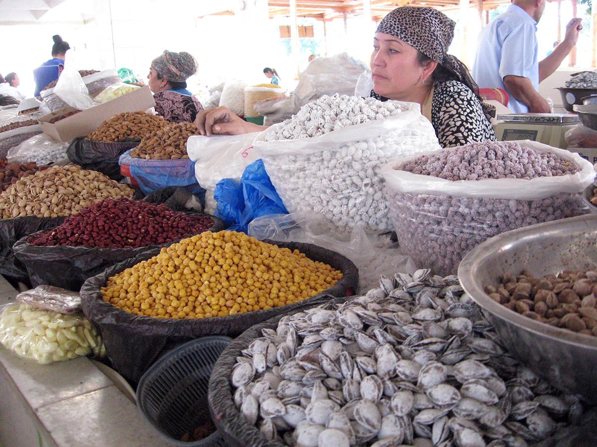 На красочном восточном базаре
