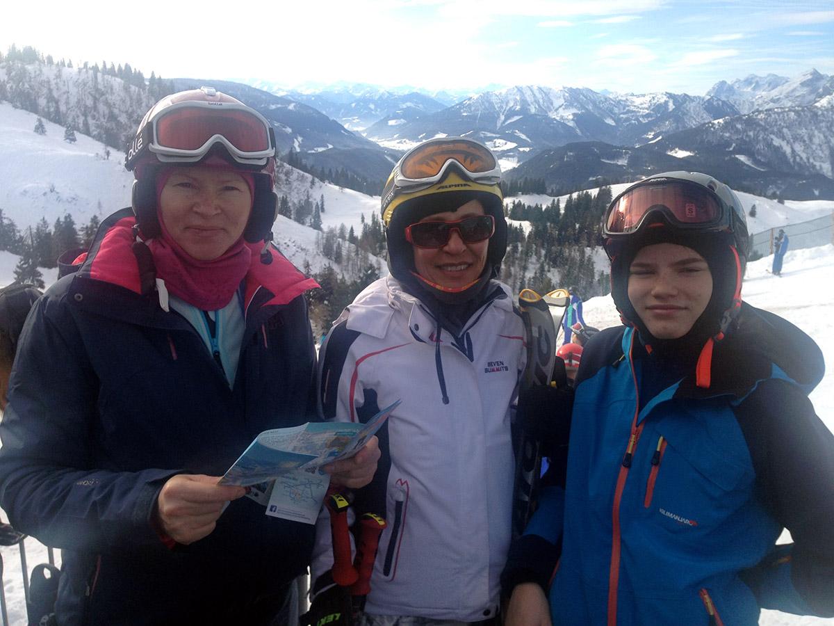 На лыжах в Австрийских Альпах. Оксана Полянская с гостями в Госау
