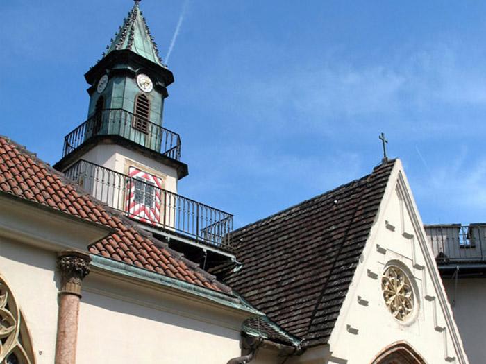 По крышам замка Францензбург можно заказать интереснейшую экскурсию