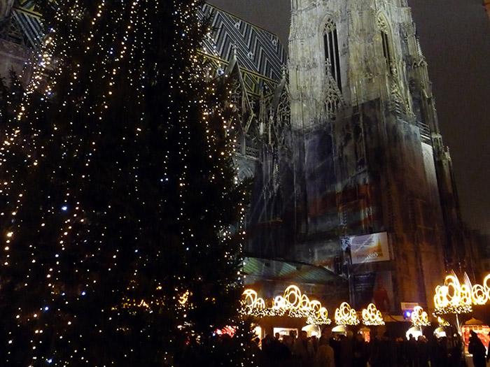 Рождественская елка перед Собором Святого Штефана