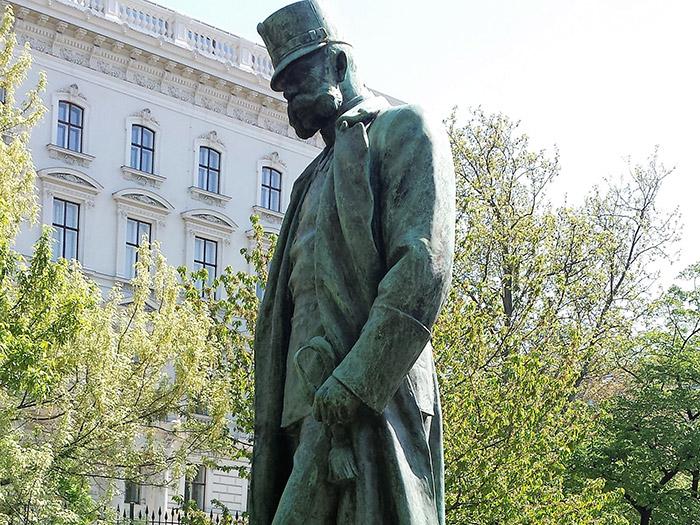 Памятник Францу Иосифу в Придворном саду (Burggarten)