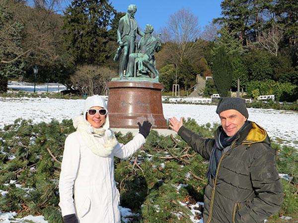 У памятника композиторам Штраусу и Ланеру в Бадене