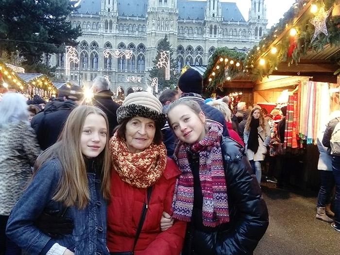 Рождественский рынок перед городской Ратушей