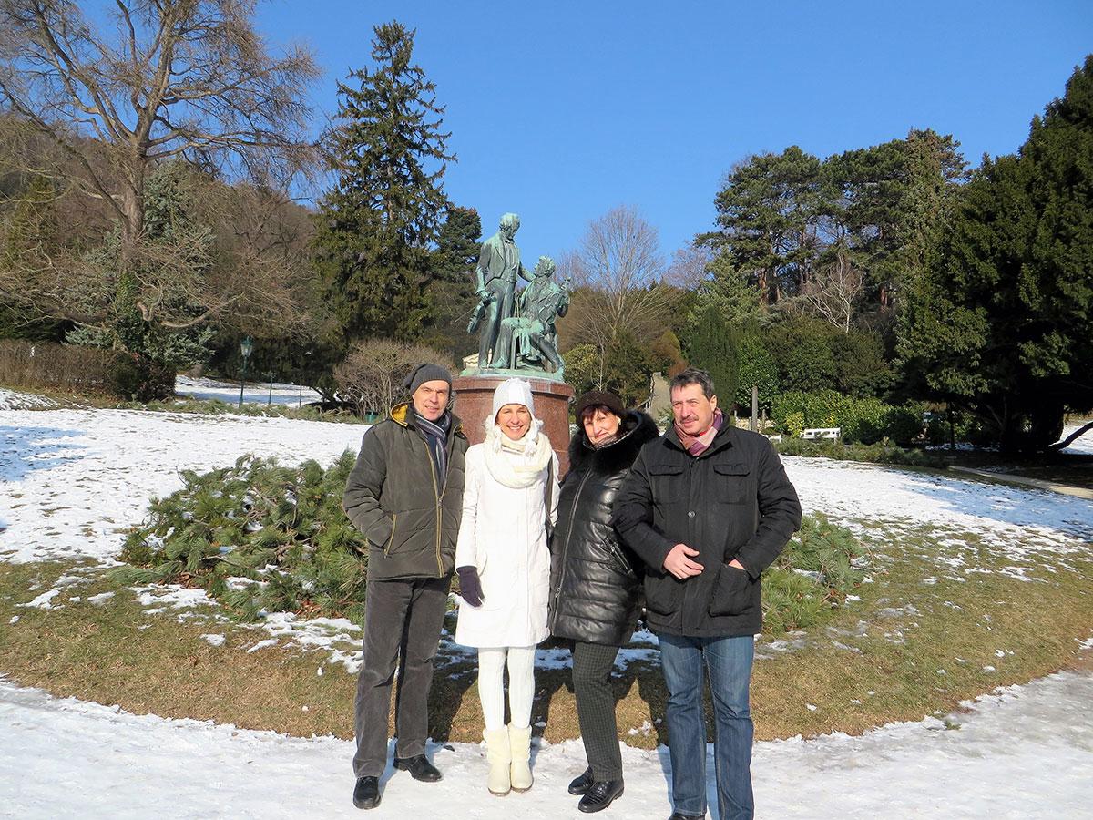 В Парке Бадена у памятника Штраусу и Ланеру
