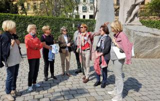 У памятника жертвам фашизма