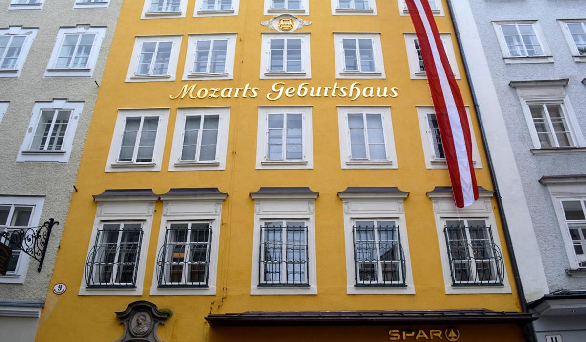Mozartsgeburtshaus auf der Getreidegasse in Salzburg
