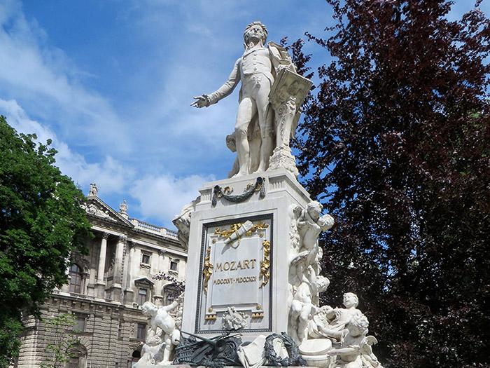 Рингштрассе. Памятник Моцарту в Бурггартен