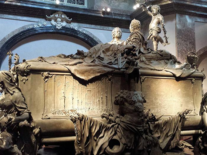 Двойной саркофаг Марии Терезии