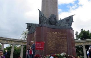 Памятник совестким воинам на Шварценбергплатц