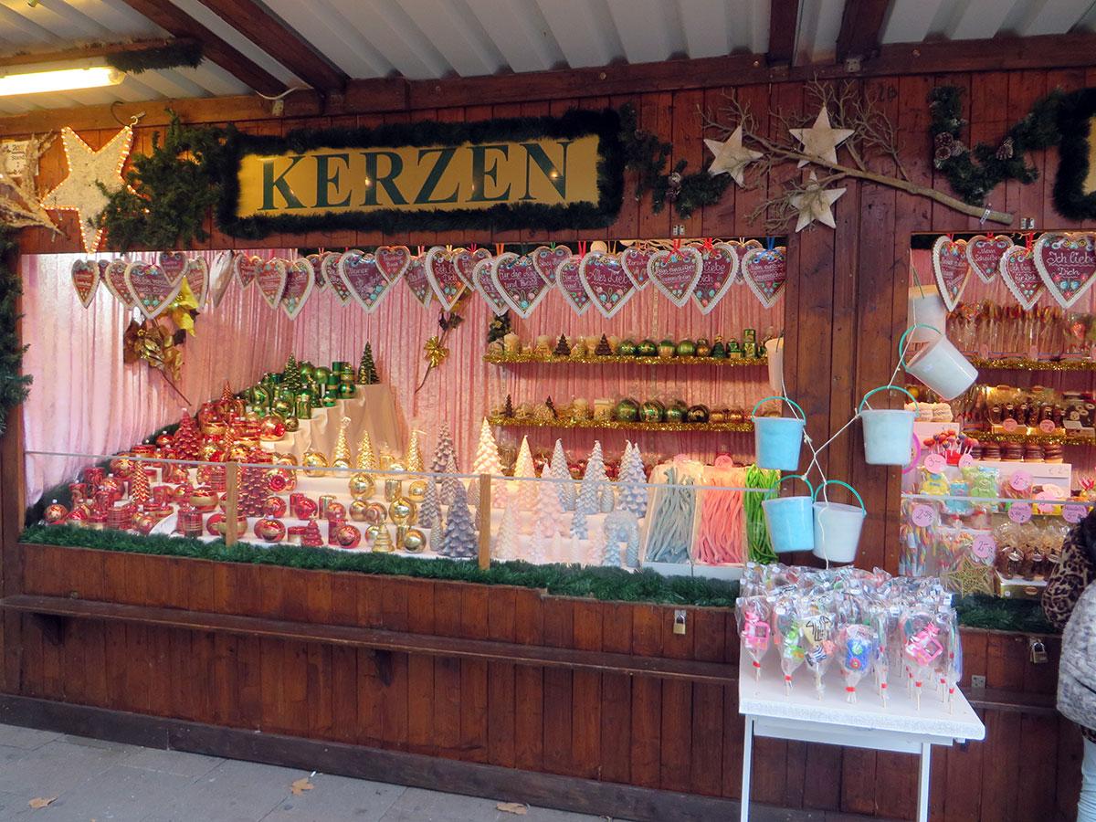 Типичный киоск на Венском Рождественском рынке